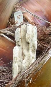 garden driftwood uses