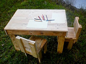 pallet wood kids table and chairs